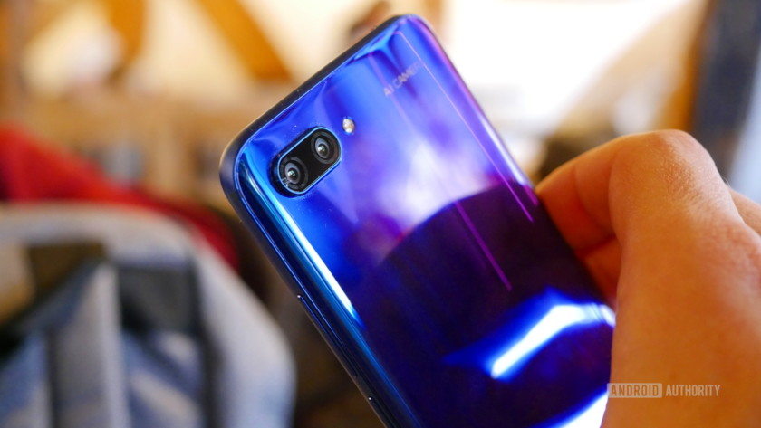 Honor 10 Aurora from behind in a person's hand up close.
