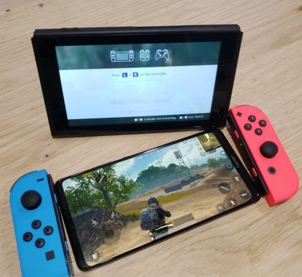 Honor Note 10 leak image next to Nintendo Switch