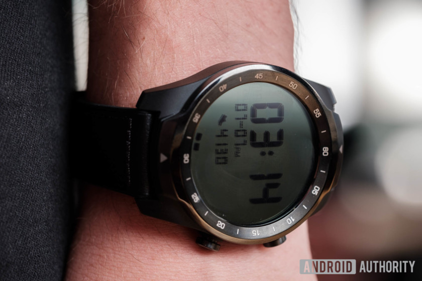 Mobvoi TicWatch Pro review displays
