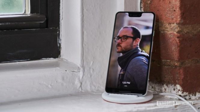 Google Pixel 3 on Pixel Stand photo frame