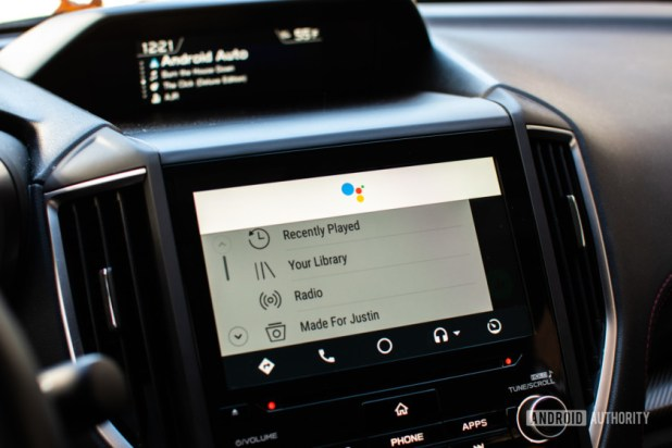 Featured image for the best Android Auto apps!