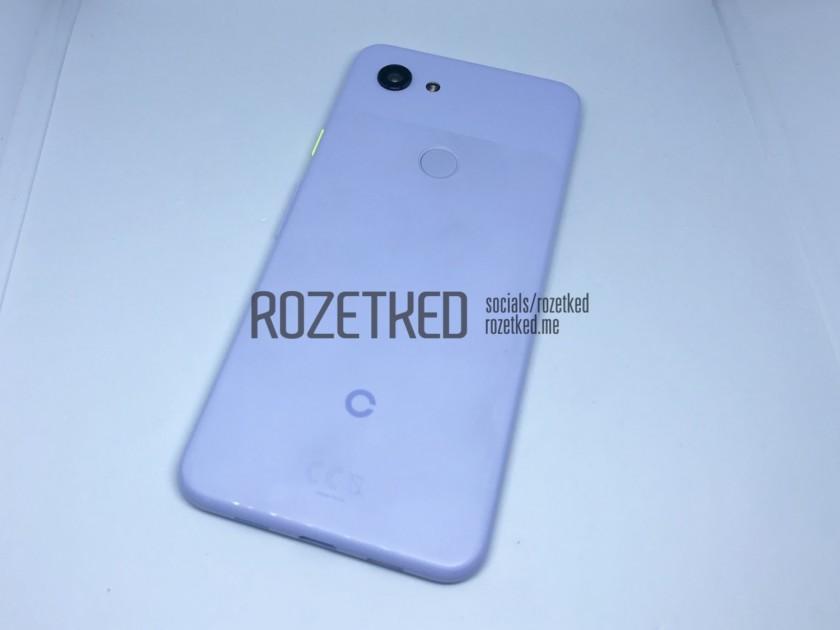 Photo de l'arrière d'un Google Pixel 3 Lite bleu