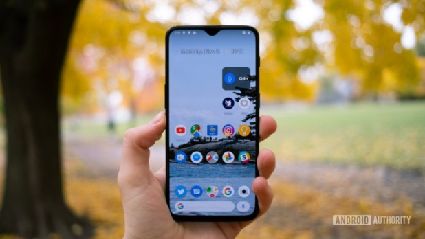 The OnePlus 6T showing off the OyxgenOS Android Skin