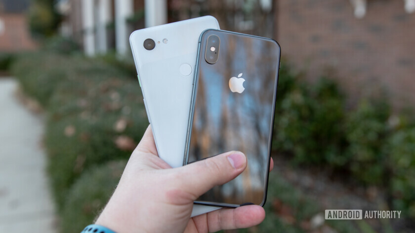Google Pixel 3 and iPhone XS in hand - what does unlocked phone mean