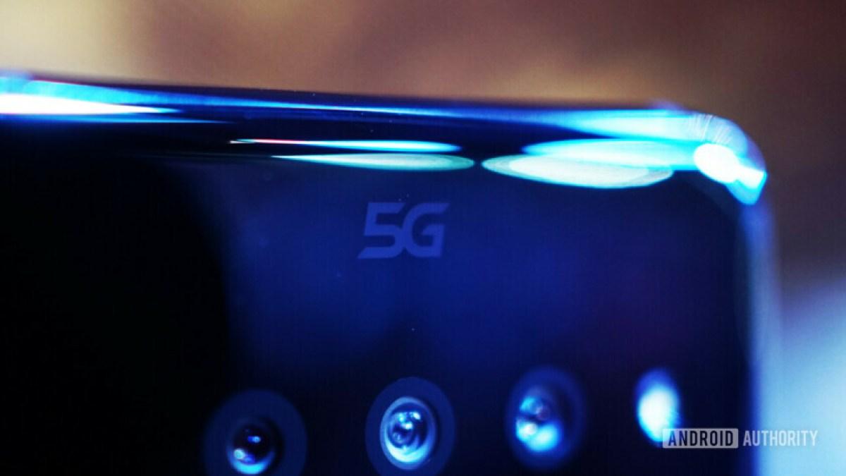 Close do logotipo LG V50 5G