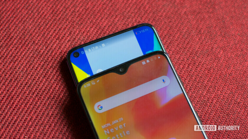 OnePlus 6T vs Honor View 20 notch
