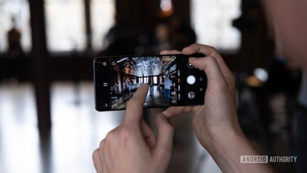Huawei P30 Pro taking photo (29 of 60)