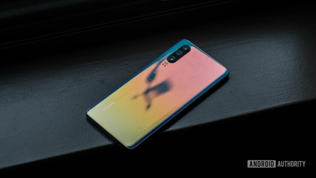 Huawei P30 back glare (4 of 60)