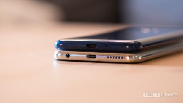 Moto G7 and G7 Power bottom chin comparison