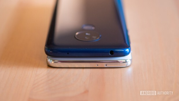 Moto G7 and G7 Power top chin comparison
