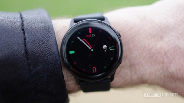 Samsung Galaxy Watch Active на открытом воздухе 1