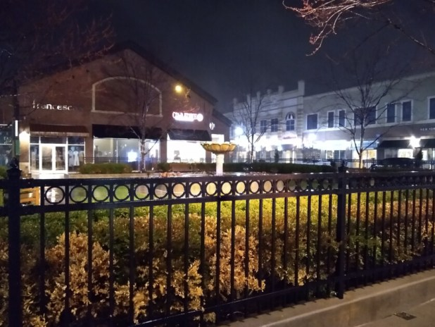 Moto G7 Review camera sample outdoors night time