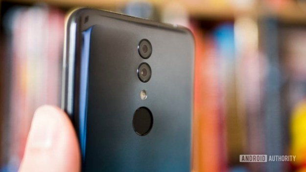 Alcatel 3 review in hand