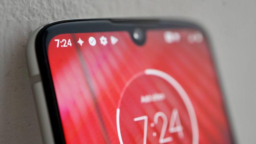 Motorola Moto Z4 notch closeup