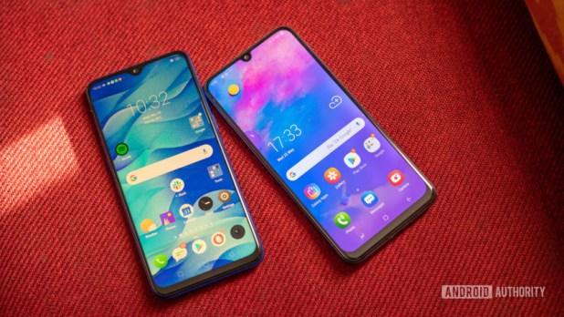 Realme 3 Pro vs Galaxy M30 showing display