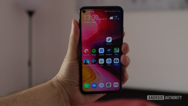 honor 20 pro held in hand frontal
