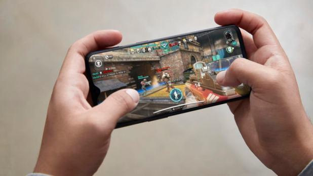 oneplus 7 gaming playing game product shot