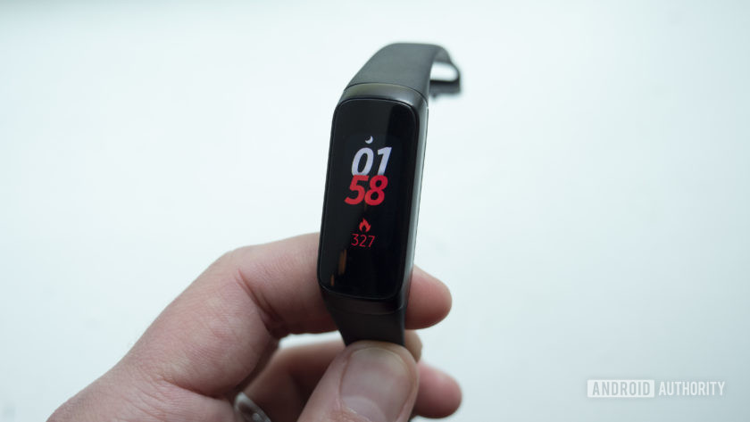 samsung galaxy fit fitness tracker in hand watch face