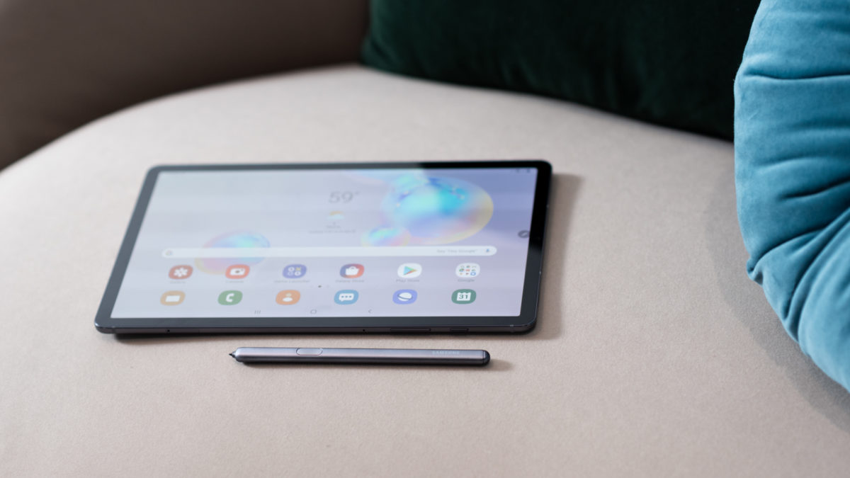 Samsung Galaxy Tab S6 screen at angle with S Pen 1