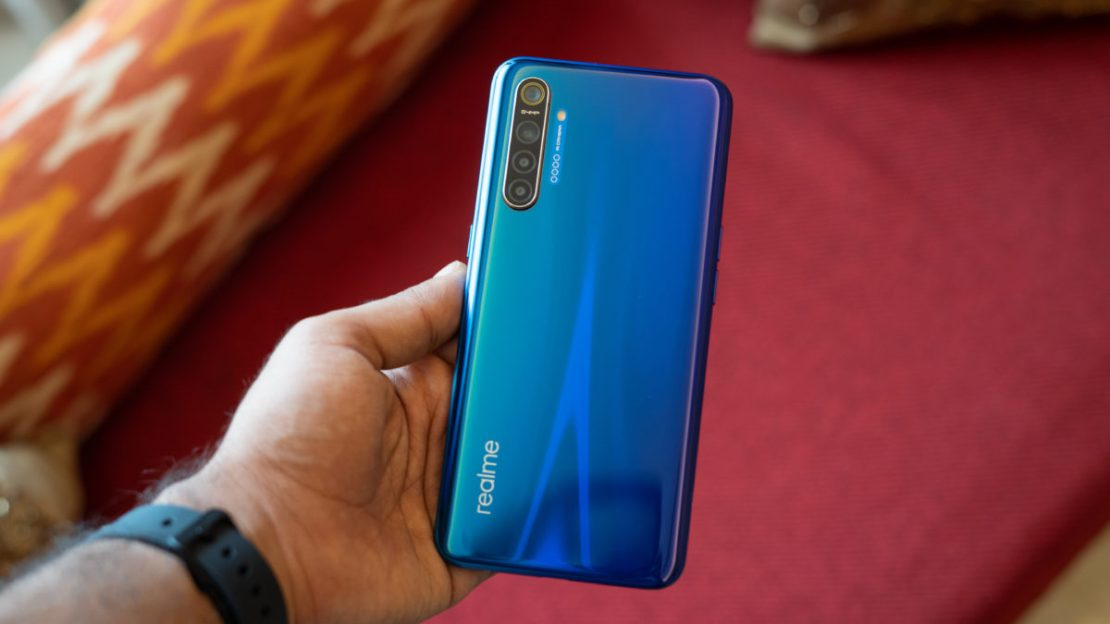 Realme XT showing back gradient in hand