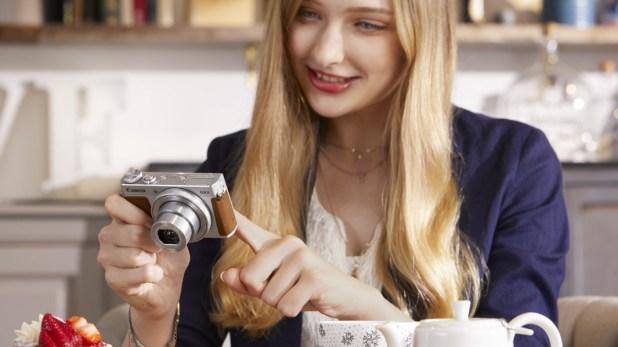 Woman touching Canon Powershot G9 X Mark II screen