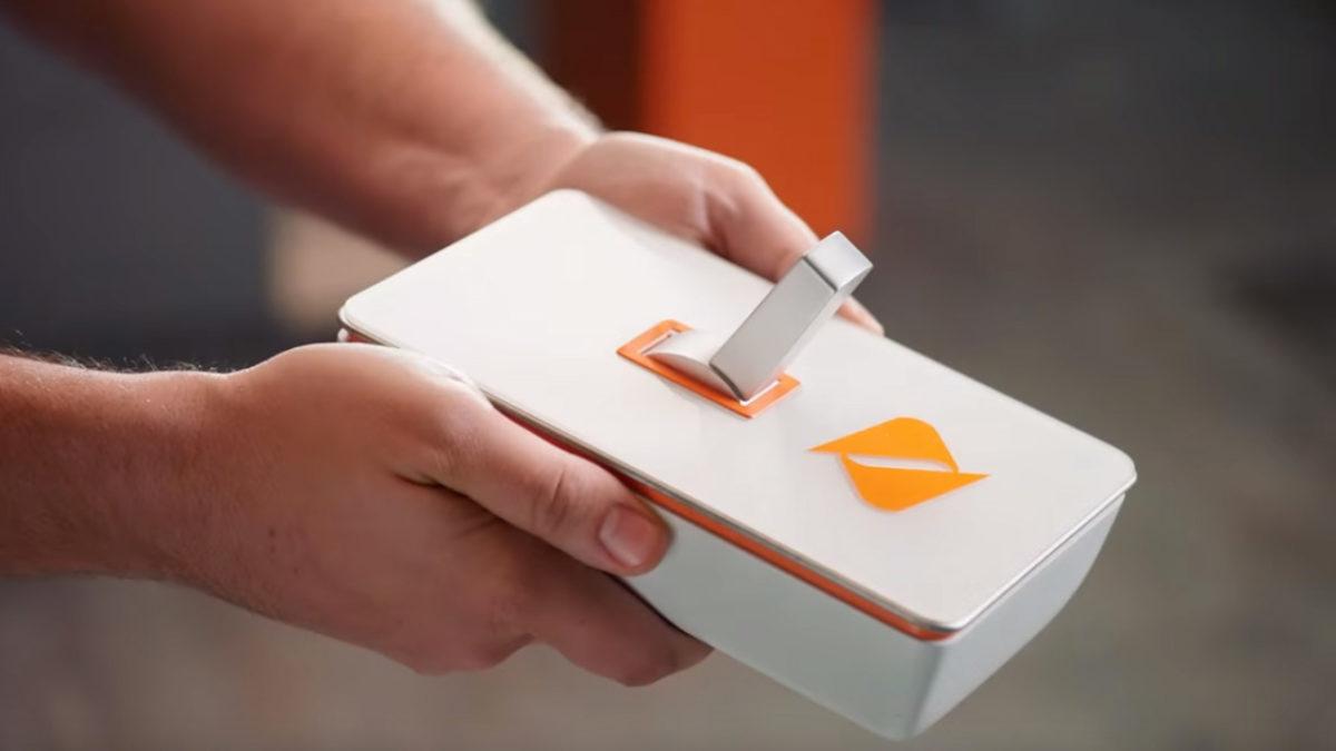 Кнопка включения Boost Mobile