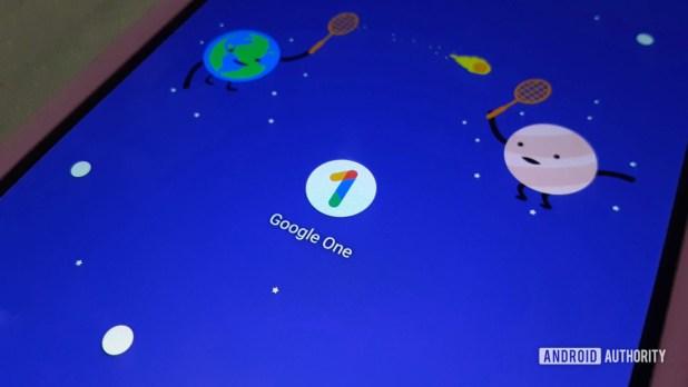 Google One app icon on the Google Pixel 3 XL homescreen