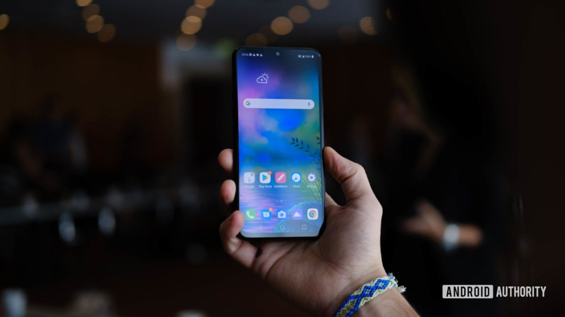 LG G8X ThinQ screen in hand