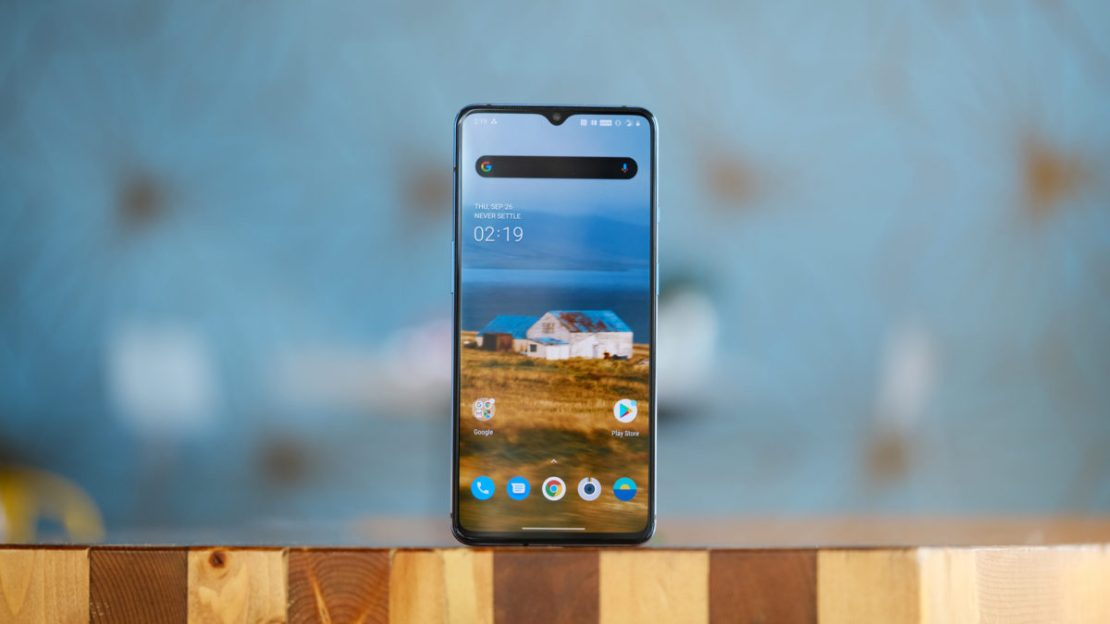 OnePlus 7T Upright on table in cafe 2