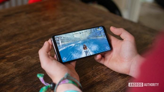 ROG Phone 2 Toma frontal de juegos jugando RipTide