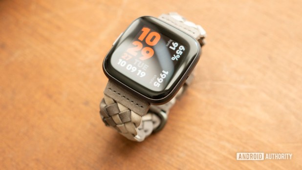 fitbit versa 2 review display watch face 11