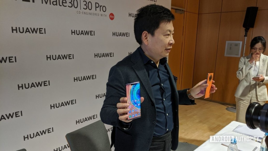 richard yu holding huawei mate 30 pro