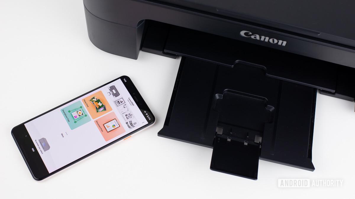 Приложение Canon Print рядом с принтером Canon