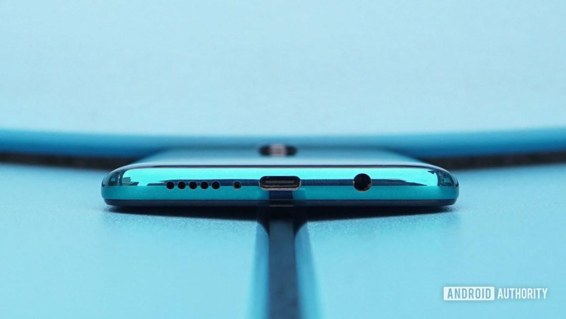 Обзор Redmi Note 8 Pro: порт USB C и разъем для наушников