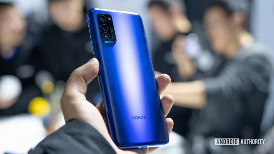 Honor View 30 blue color in hand