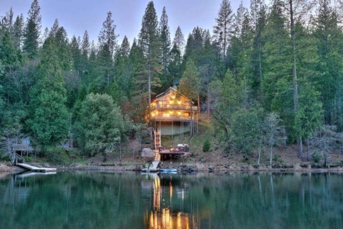 Yosemite house listed on Airbnb