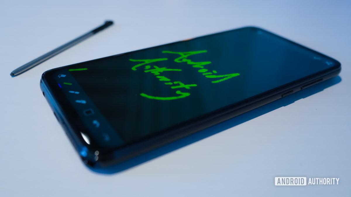 Caneta Motorola Moto G com caneta para fora