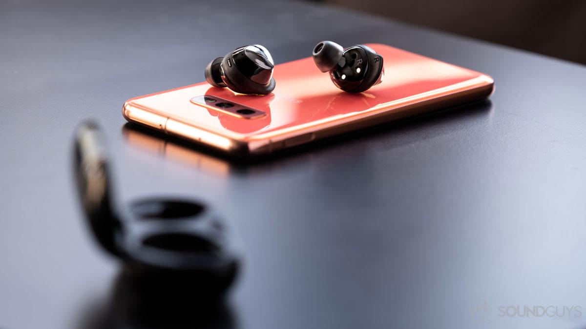 Fones de ouvido sem fio verdadeiros Samsung Galaxy Buds Plus S10e