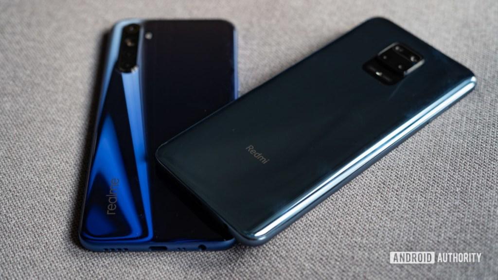 Redmi Note 9 Pro и Realme 6 на задней панели и градиент
