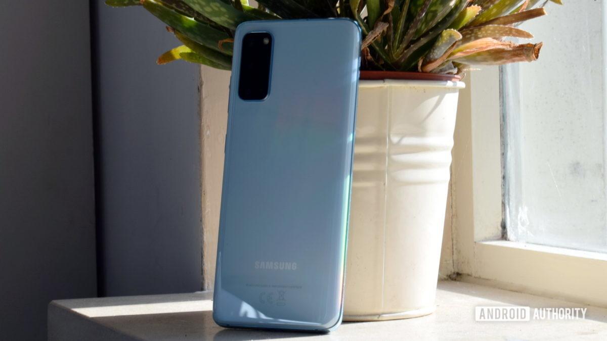 Samsung Galaxy S20 Назад 1