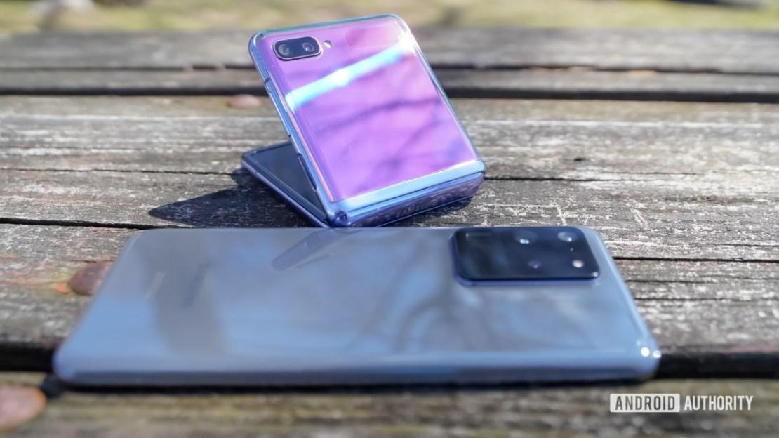 Samsung Galaxy S20 Ultra or Z Flip rear clam