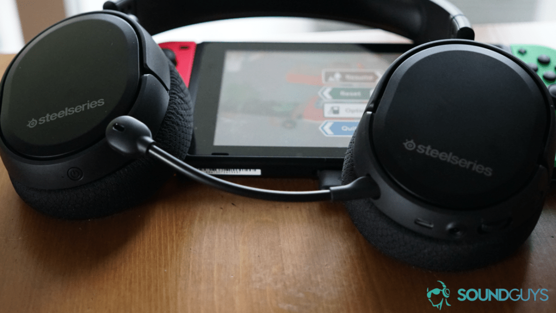 A picture of the SteelSeries Arctis 1 Wireless Mic headset on Switch.