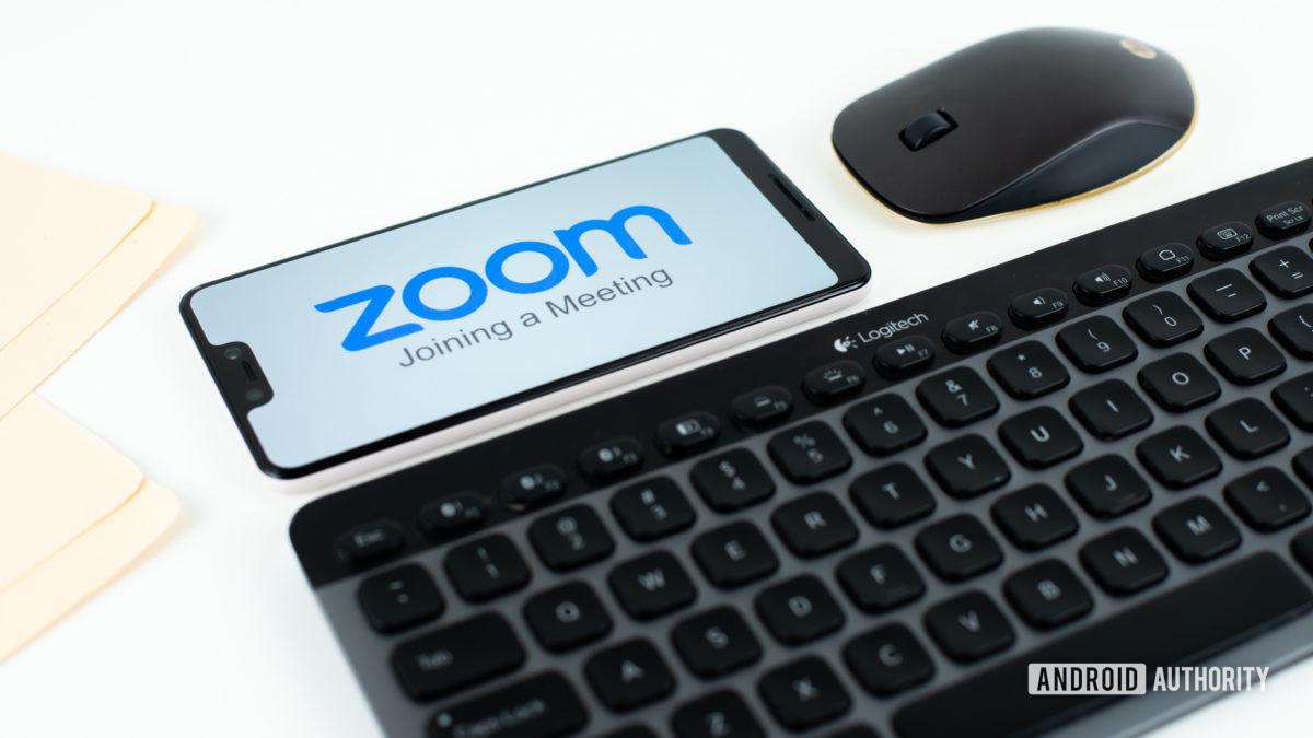 Zoom Встречи на смартфоне рядом со складом оргтехники 3
