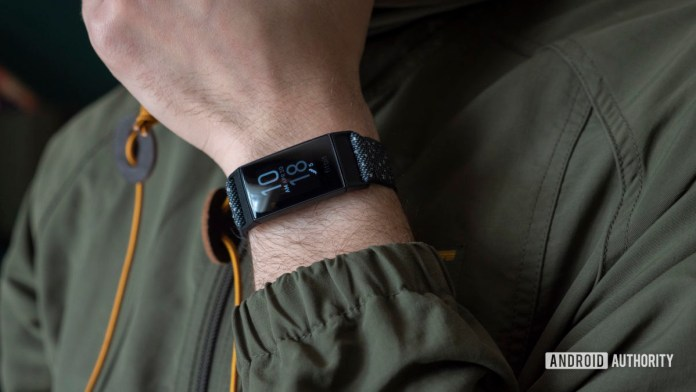 fitbit charge 4 review on wrist 1