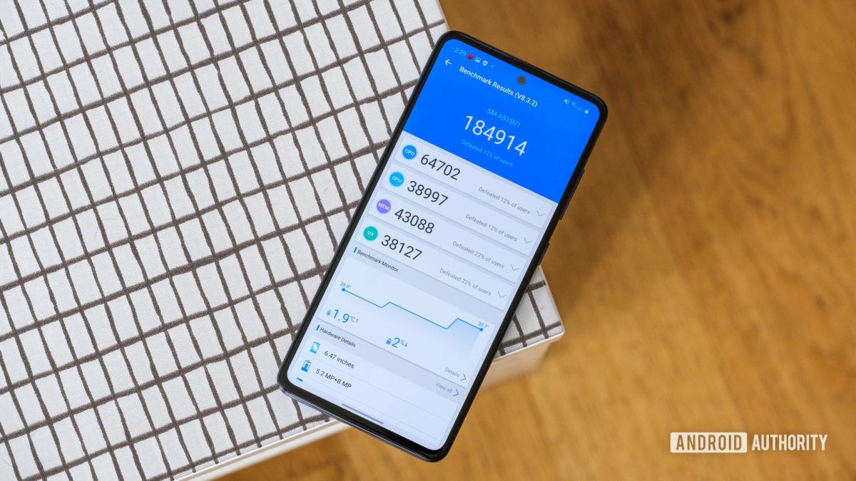 Производительность Samsung Galaxy A51 на столе