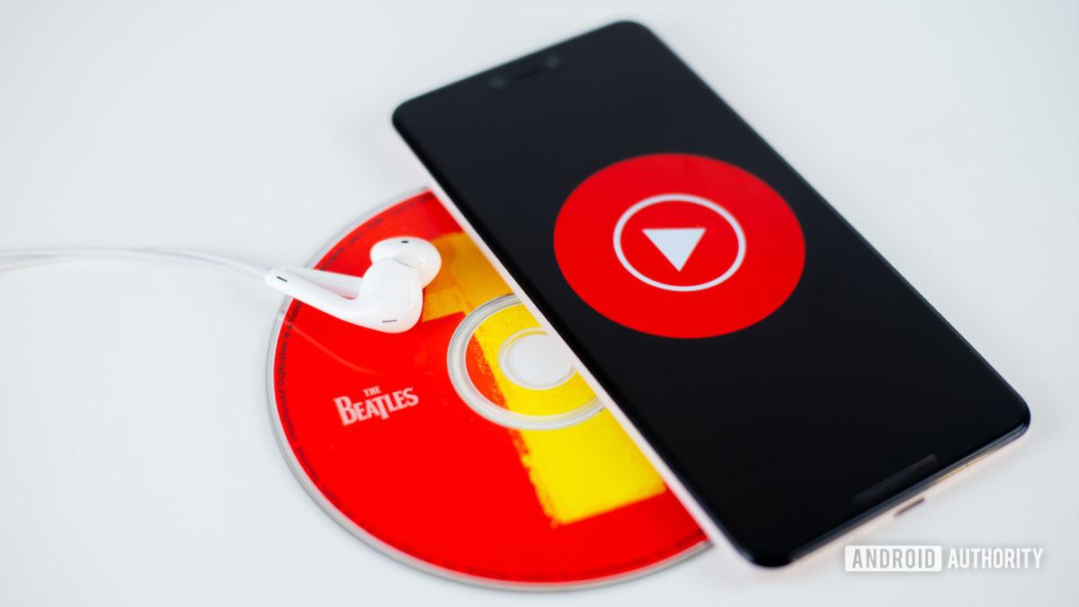 YouTube Music em smartphone stock photo 1