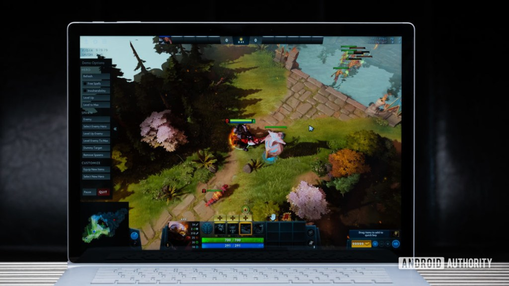 Игра Microsoft Surface Book 3 на дисплее