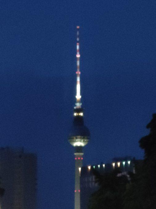 Телевизионная башня Realme X3 Superzoom при 10-кратном освещении