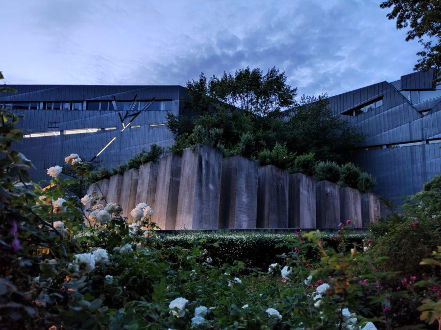 Realme X3 Superzoom ночной режим фото здания в 1x