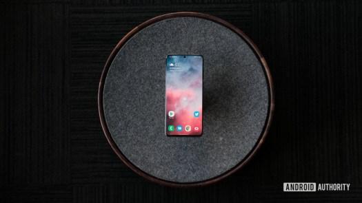 Samsung Galaxy S20 Ultra display top down